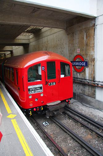 1938ts london underground train in uxbridge station. Black Bedroom Furniture Sets. Home Design Ideas