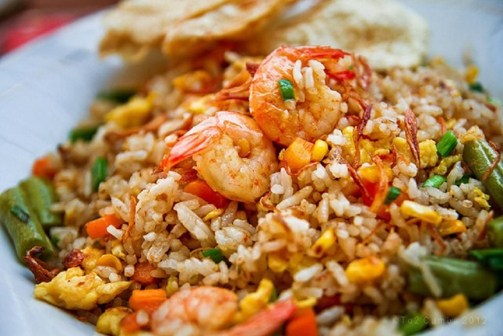 Nasi Goreng Udang Terangkat Penyajian Makanan Masakan Makanan Dan Minuman