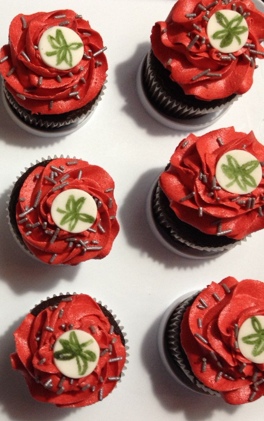 How To Make The Ohio State University Buckeye Leaf Cupcakes Osu Dessert Football Food Buckeye Cupcakes
