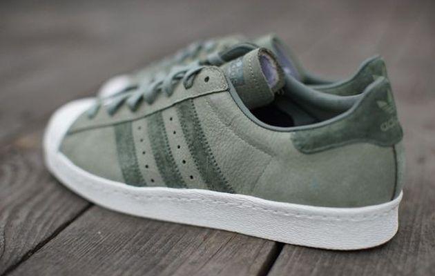 Adidas superstar degli anni '80 le scarpe da ginnastica olijf groen 02 mode pinterest