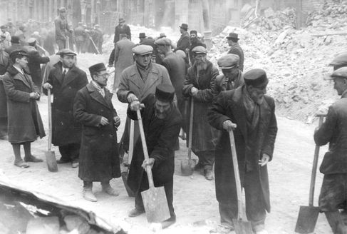 Warsaw, Poland, Jewish forced laborers removing rubble after a Luftwaffe air raid, 1939
