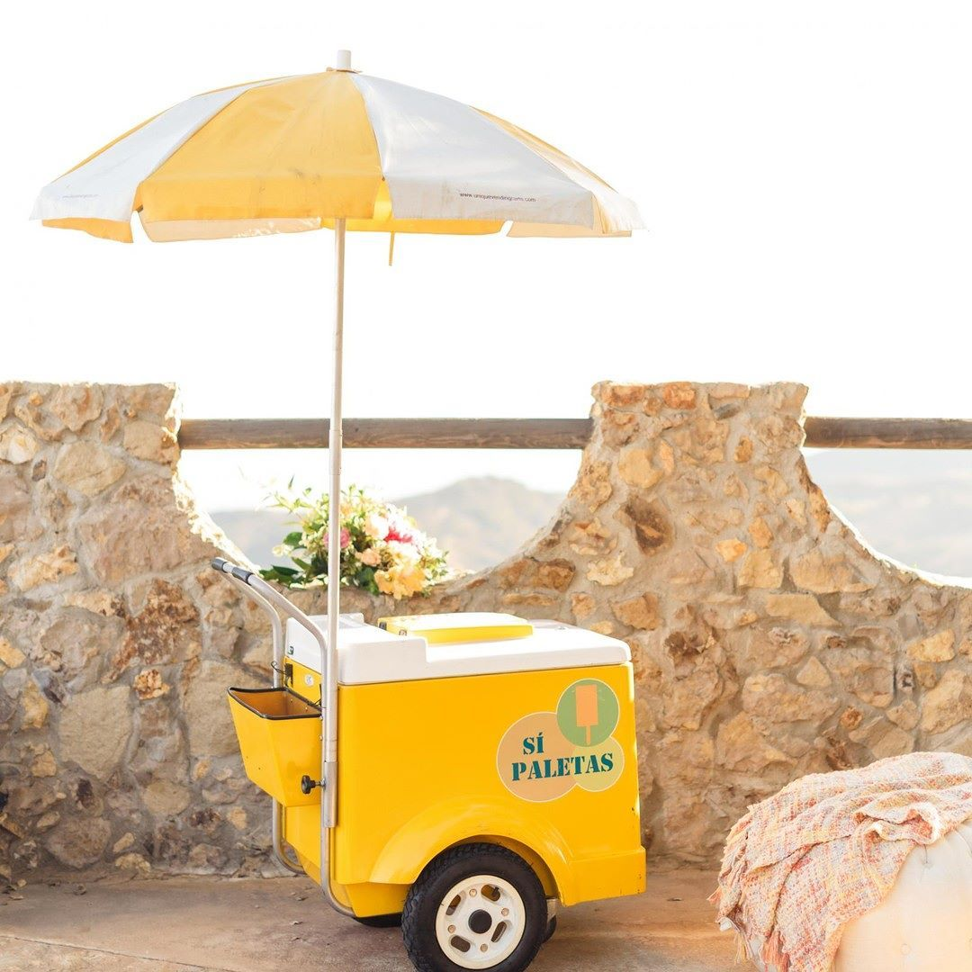 Cute Outdoor Wedding Ideas: How Cute Is This @sipaletas Popsicle Cart- It's The