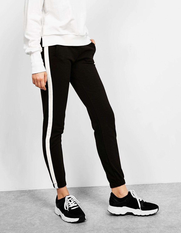 Bershka France - Pantalon de jogging orné de bandes aux côtés ... d5a8d4ba1c8