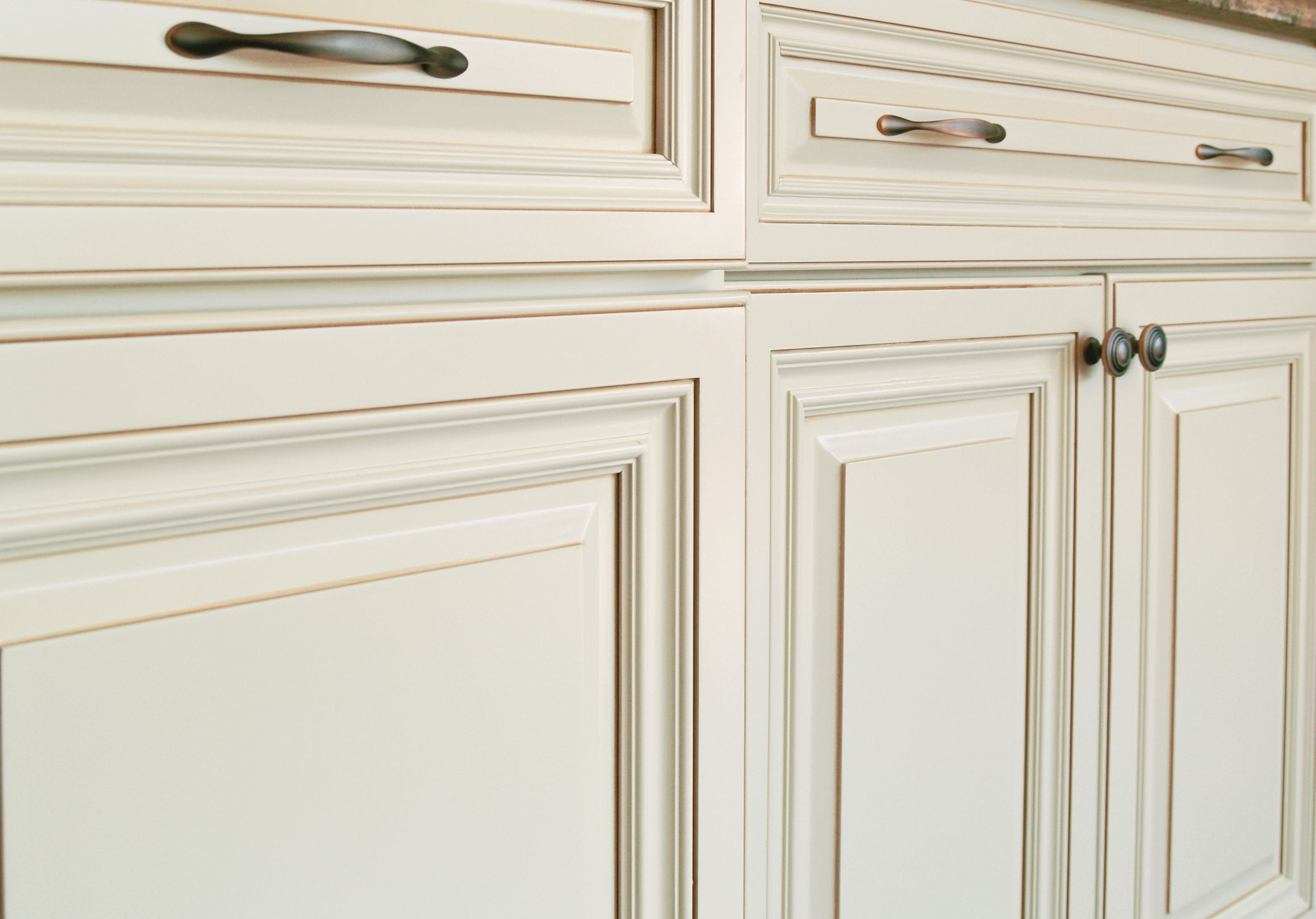 Renaissance Maple Raised Panel Painted Creamy Off White With Caramel Glaze Pair With Ca Kitchen Cabinet Design Off White Kitchen Cabinets Renaissance Kitchen