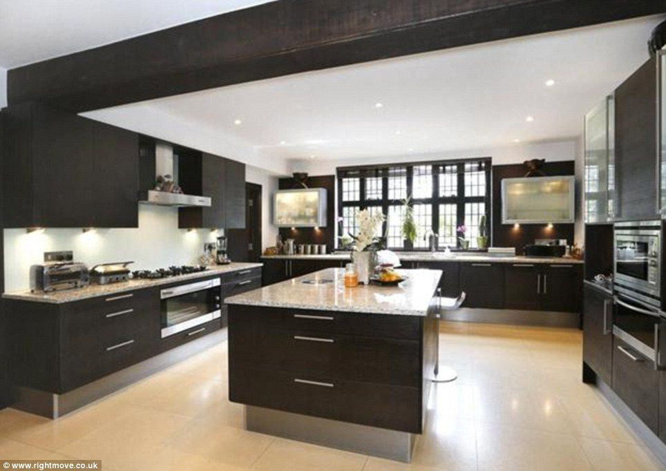 Price On Application This Modern Kitchen Sits In A Magnificent 12 Bedroom Period House In King Luxury Houses Kitchen Modern Houses Interior Home Inside Design