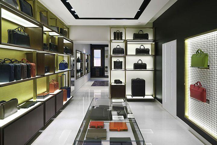 Serapian milano boutique by laboratorio 83 rome italy for Store design milano