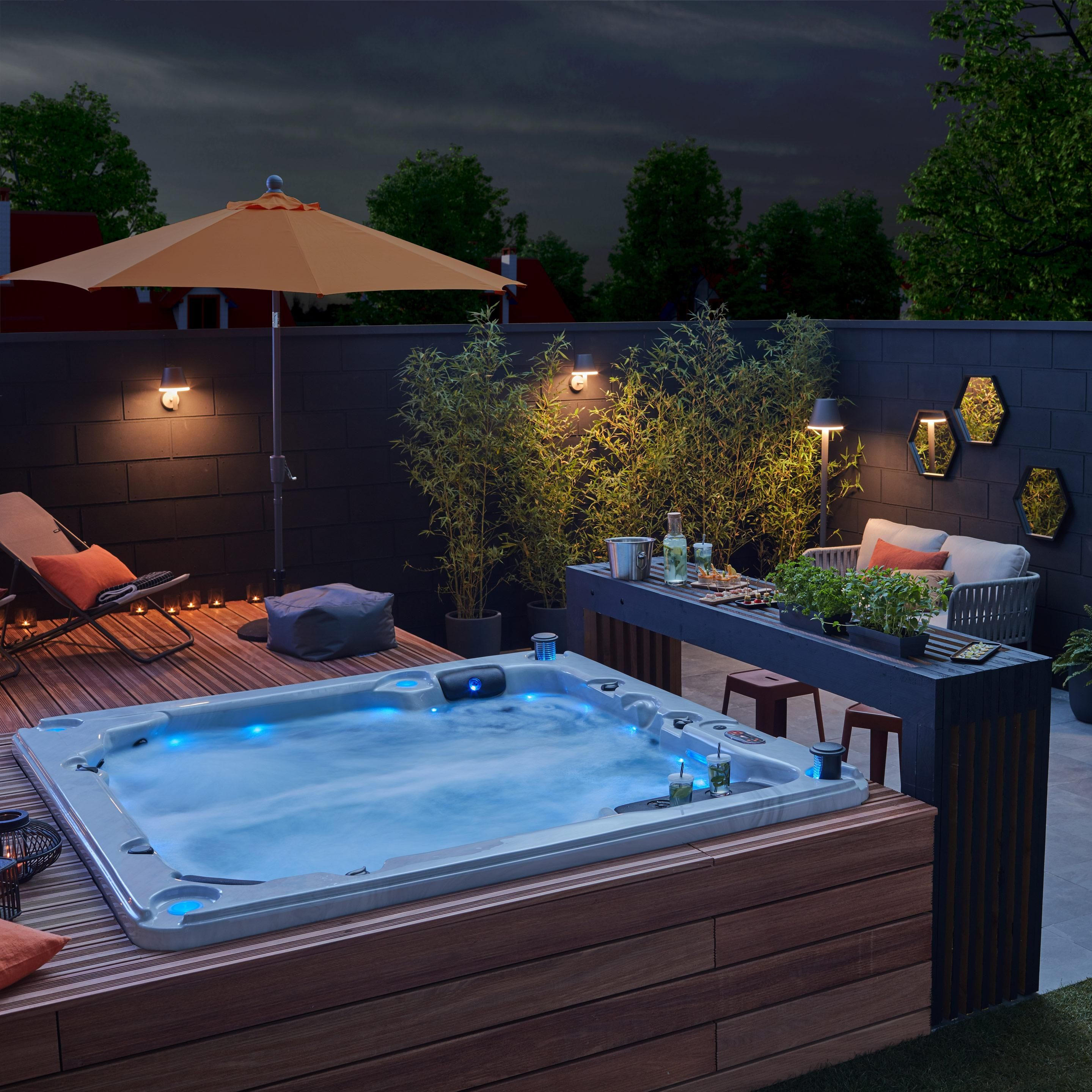 Spa De Massage Chocolat 6 Places Canadian Spa Thunder Bay En 2020 Jacuzzi Exterieur Amenagement Petite Terrasse Jacuzzi Jardin