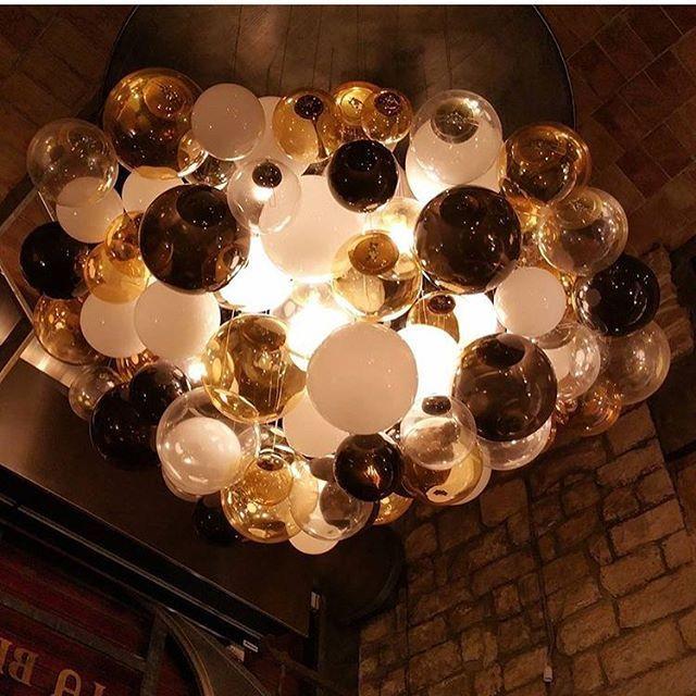 Lámpara colgante de bolas blanco opal, ahumadas y ambar. Fabricada a medida para el restaurante La Brindisa en Barcelona. www.dajor.es
