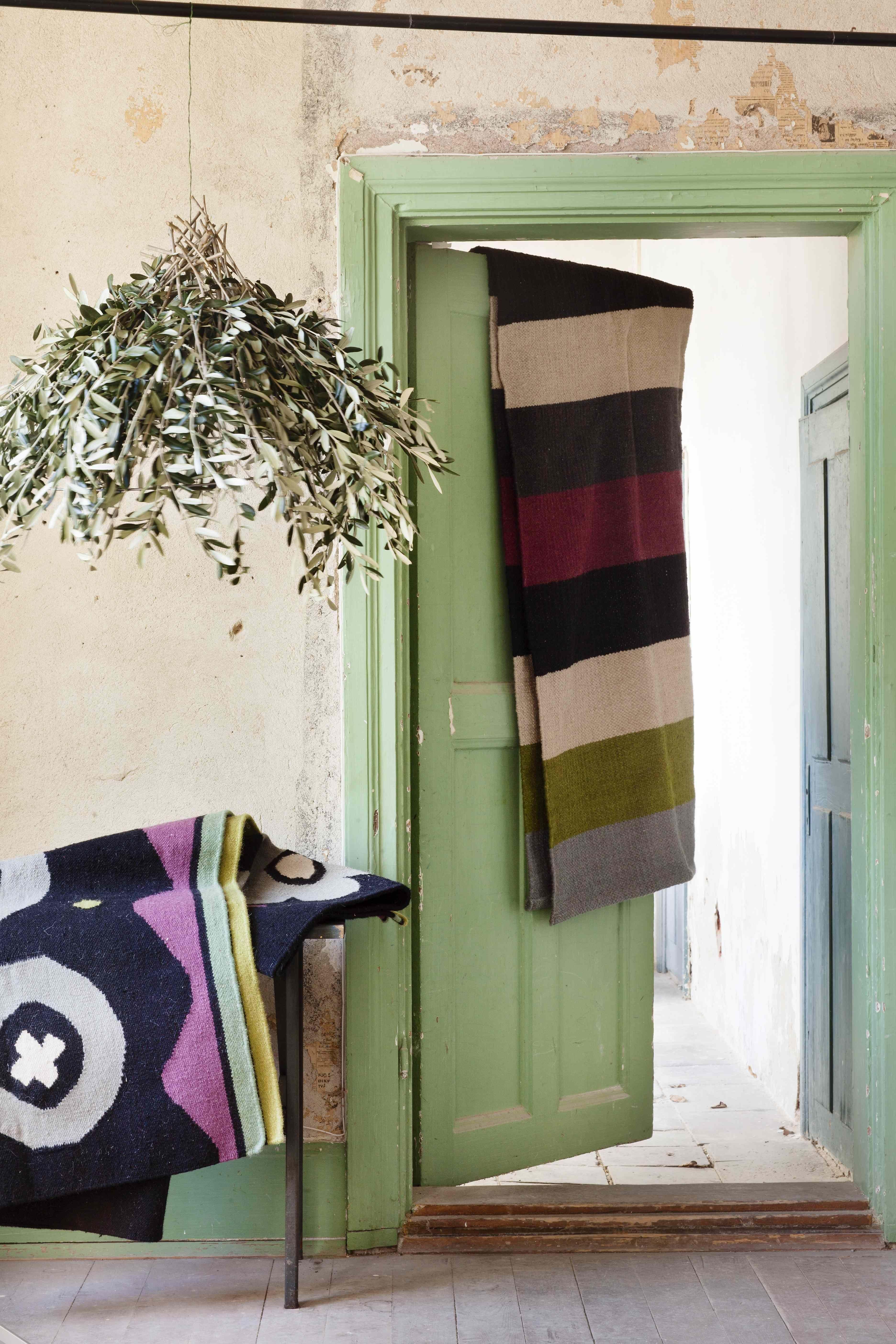 gudrun sj d ns winterkollektion 2014 der teppich blockrand wird mit seinen einfachen. Black Bedroom Furniture Sets. Home Design Ideas