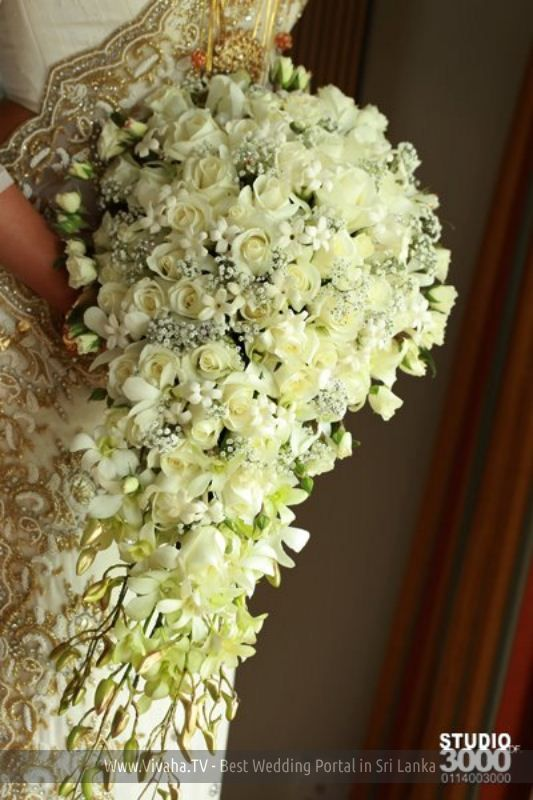 Pin By Indeevari On Bouquets Brides Flowers Bouquet Silk Flowers Wedding Wedding Bridal Bouquets