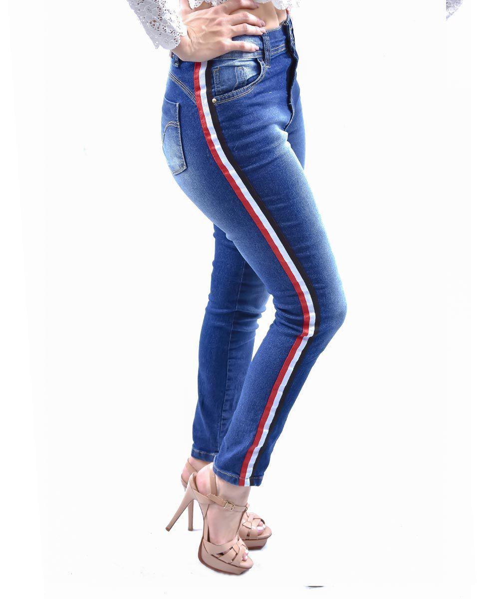 b8faff8e566e8 Compre a sua Calça Jeans Feminina Faixa Vermelha Jezzian na Lojas Club e  crie vários looks