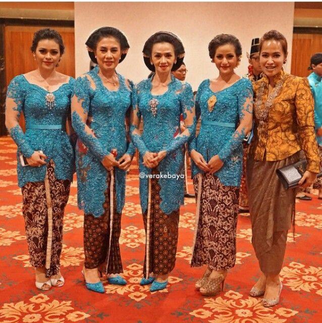Seragam Keluarga Pengantin Warna Biru Inspirasi Kebaya Vani