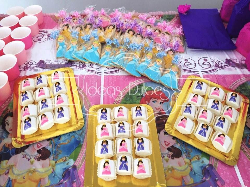 Mesa dulces fiesta princesas 960 720 fiesta - Mesas infantiles disney ...