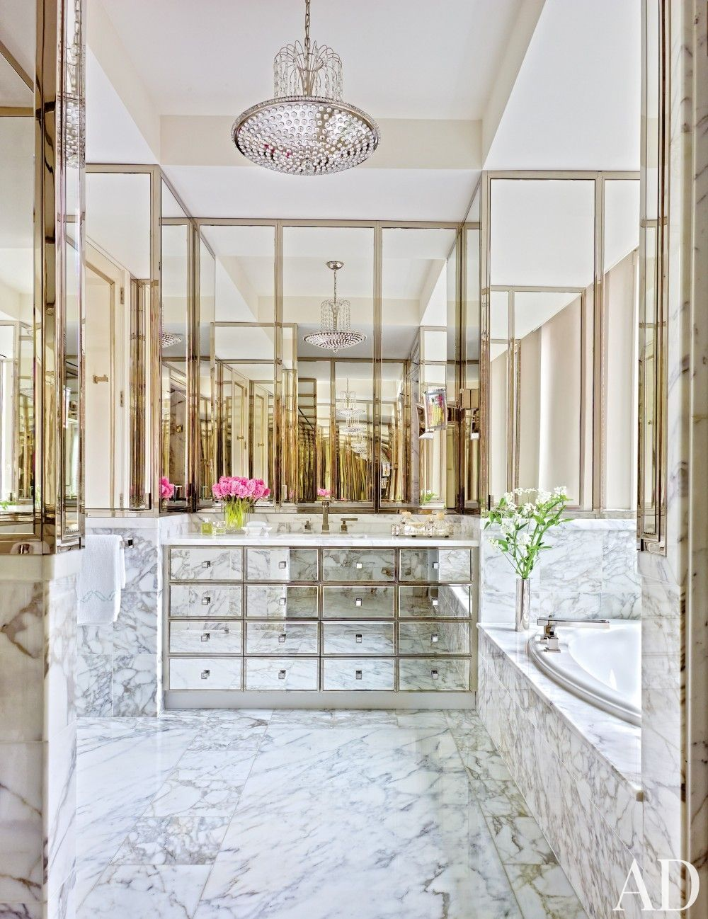 See how to create an eye-catching room with glimmering mirror-clad walls