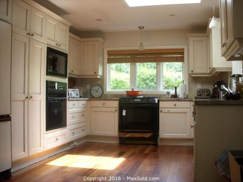 Kitchen Cupboards And More In Toronto Online Maxsold Auction Bid Online Now Kitchen Layout Kitchen Cupboards Home Deco