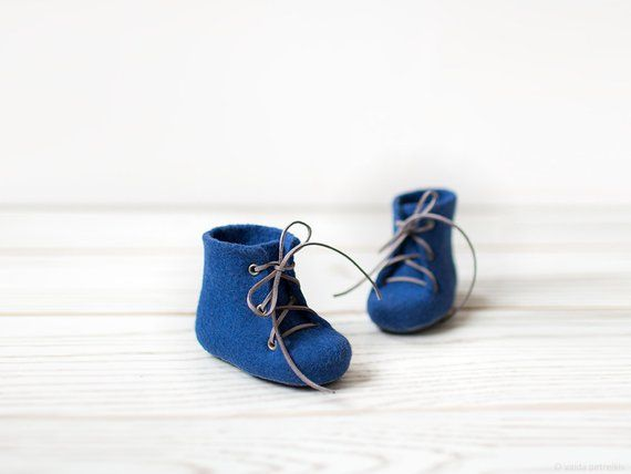 4242dbe32c7e2 Newborn boy shoes - Merino wool felted booties - Royal blue ankle ...