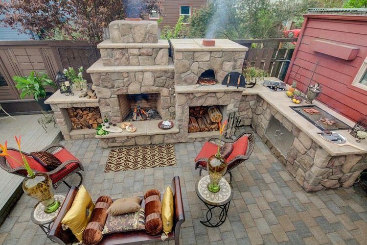 Outdoor Küche Steinmauer : Naturstein kamin und outdoor küche mit viel stauraum backofen