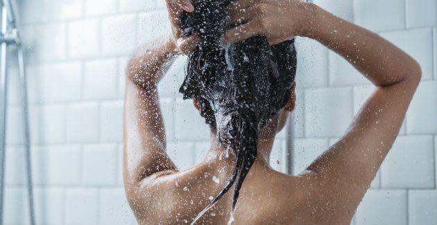 Legt Uit: is het goed om je haar met koud water te wassen?