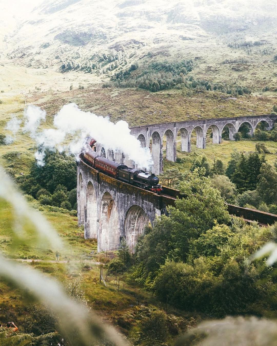 All Aboard The Hogwarts Express Though The Glenfinnan Viaduct S Popularity Can Be Partly Credited To A C Next Think Und Schottland