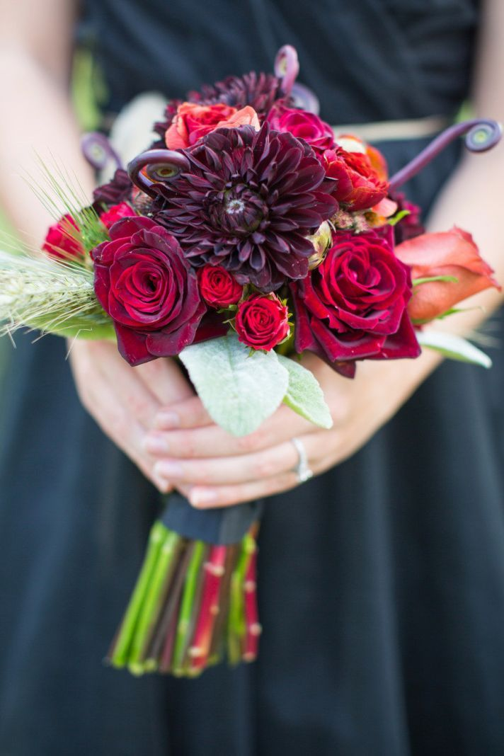 Dahlias and roses take center stage in this dark + romantic #wedding #bouquet