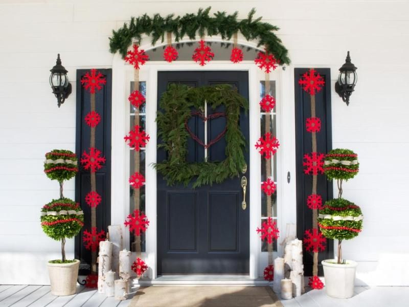 91 Adorable Outdoor Christmas Decoration Ideas In 2020 Christmas Porch Decor Christmas Decorations Diy Outdoor Outdoor Christmas Decorations