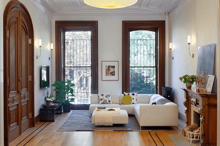 Https Www Brownstoner Com Wp Content Uploads 2018 01 Interior Design Ideas Brooklyn Parl In 2020 Brownstone Interiors Townhouse Interior Living Room Furniture Layout