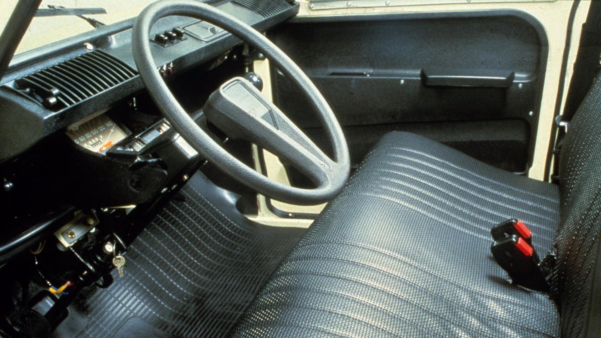 Citroën Dyane 22 images d'archives d'une jeune