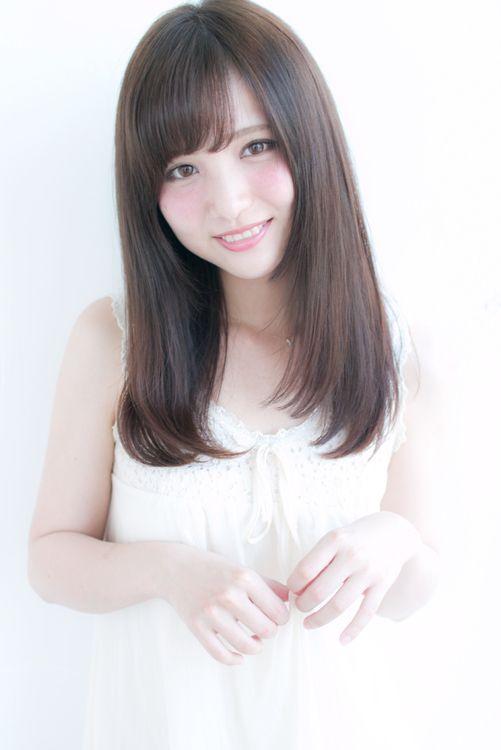 顔周りで小顔に見せるストレートセミロング H 281 Alice By Afloatのヘアスタイル 女の子のヘアカット アジア人 ショートヘア 髪のインスピレーション
