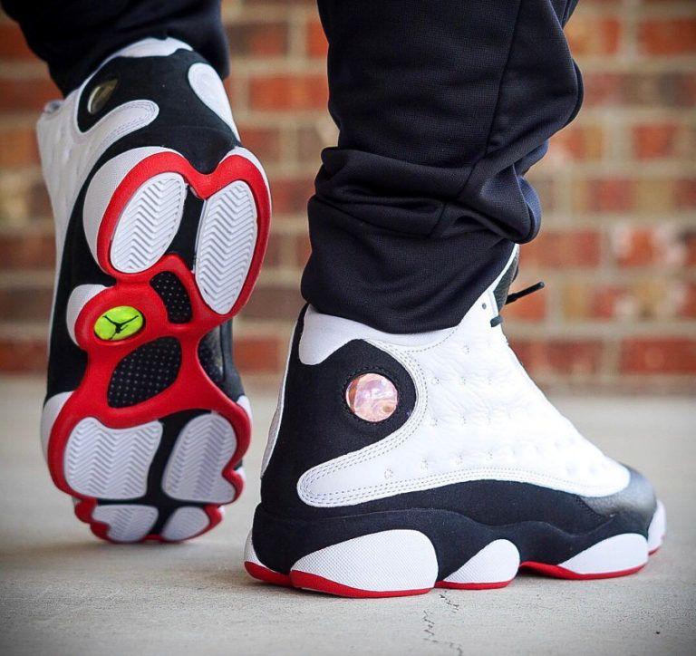 nouveau concept ba83b 3ad2b air-jordan-XIII-blanche-noire-et-rouge-on-feet (2 ...