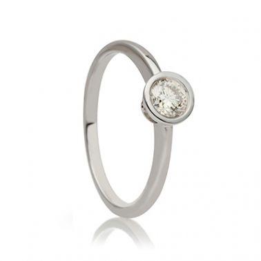 Тонкое золотое кольцо с одним бриллиантом   Кольца с бриллиантами ... 9150d780328