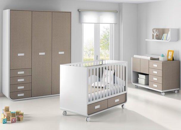 Dormitorio de bebé con cuna modelo aire barandilla móvil, armario ...