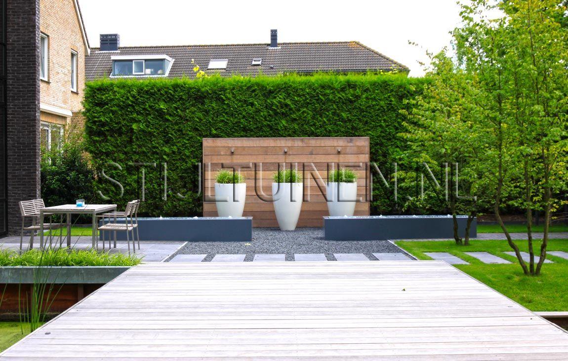 Wellness tuin met luxe terrasoverkapping met sauna en jacuzzi natuurlijke moderne wellnesstuin - Tuin en zwembad design ...