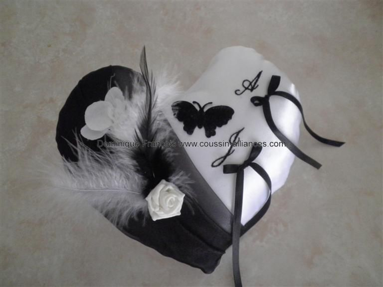 coussin alliance mariage coeur noir et blanc papillon. Black Bedroom Furniture Sets. Home Design Ideas