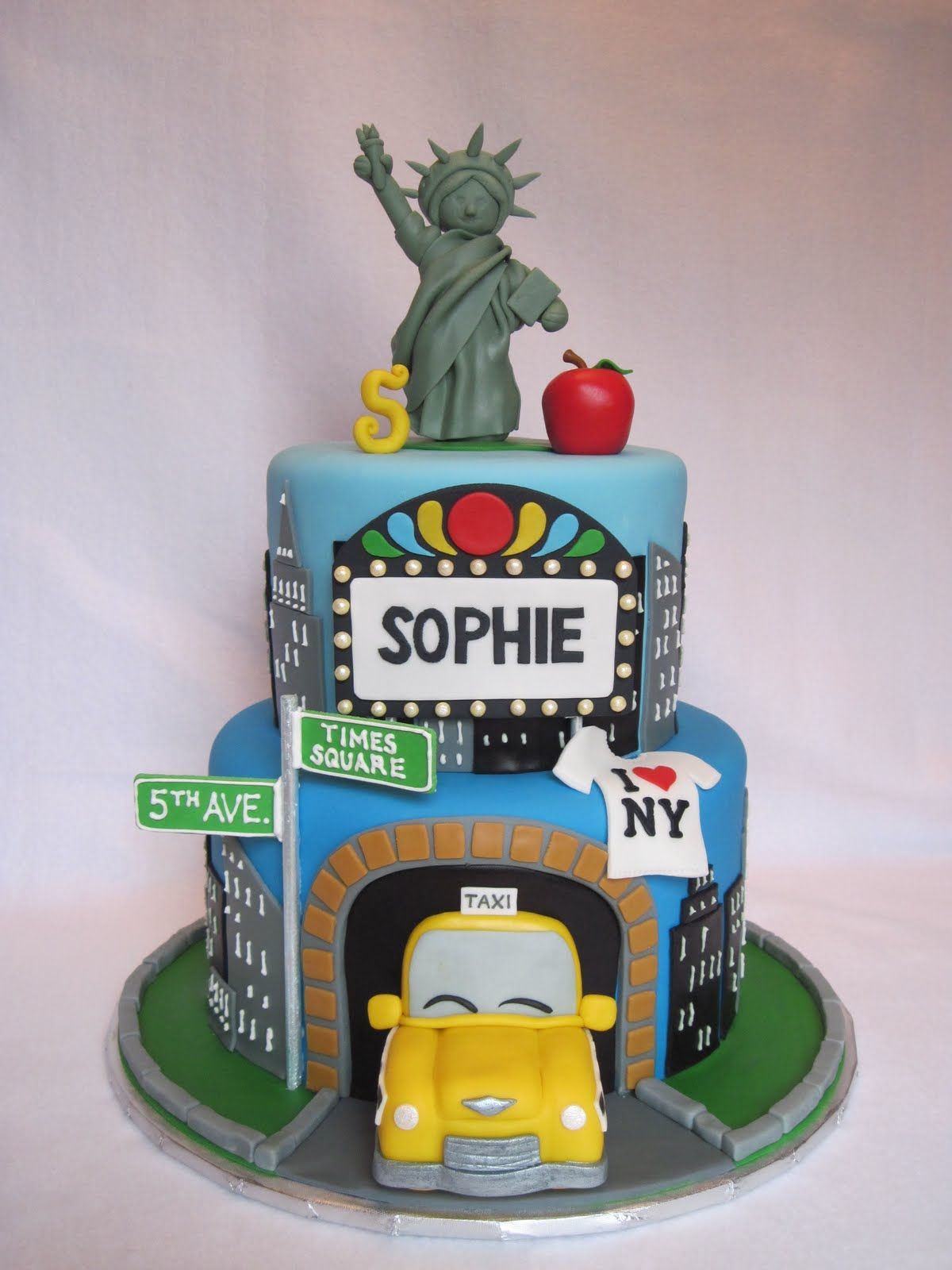 baby 3 NYC Scene trip birthday cake detailed with Liberty holding