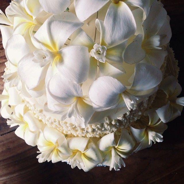 Honeymoon bakery wedding cake