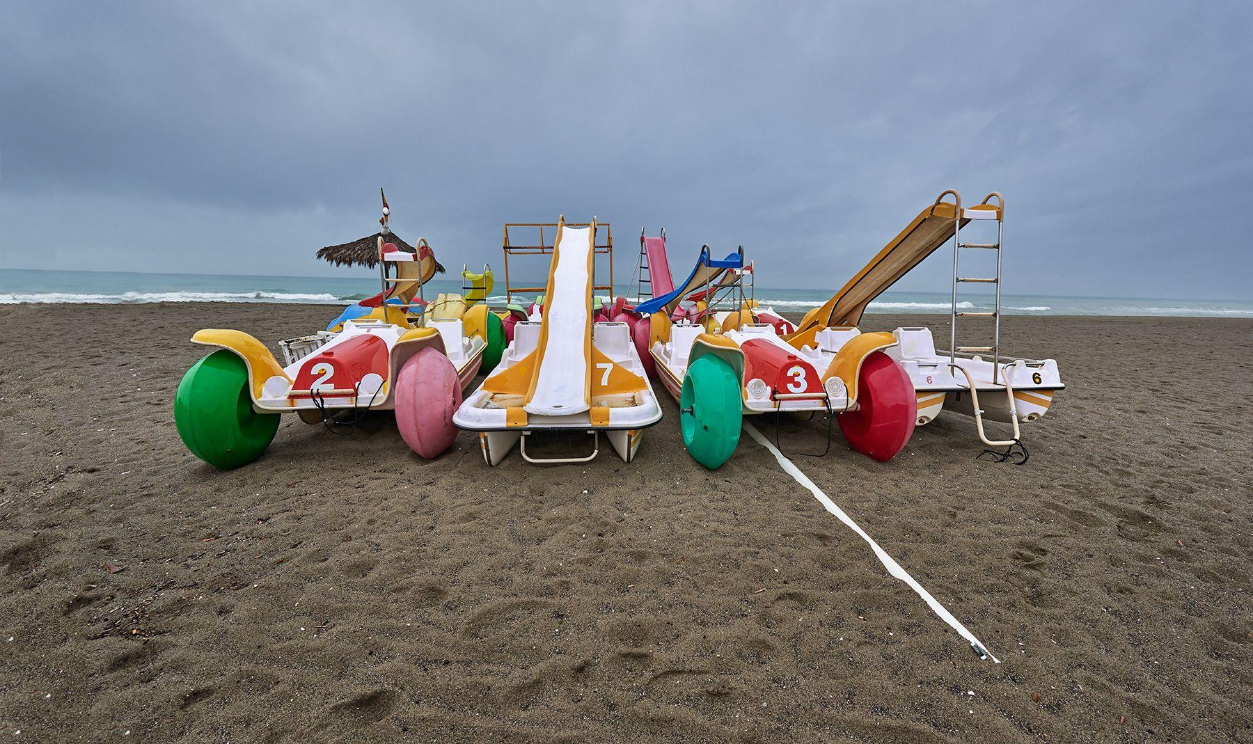 Hidropedales varados en la playa