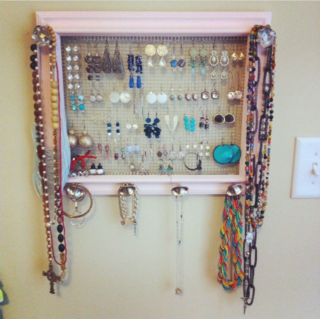 DIY jewelry organizer I cant tell you how many of my girlfriends
