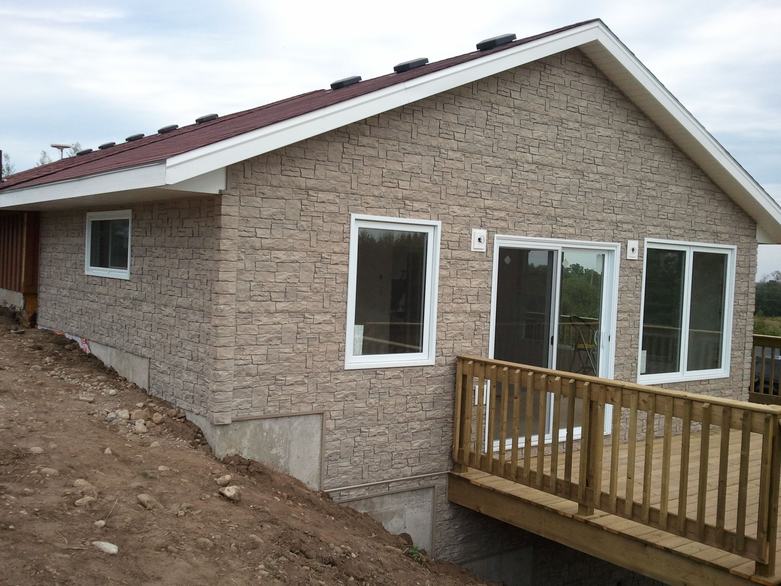 7 Popular Siding Materials To Consider: Stacked Stone In Colour Aspen #siding