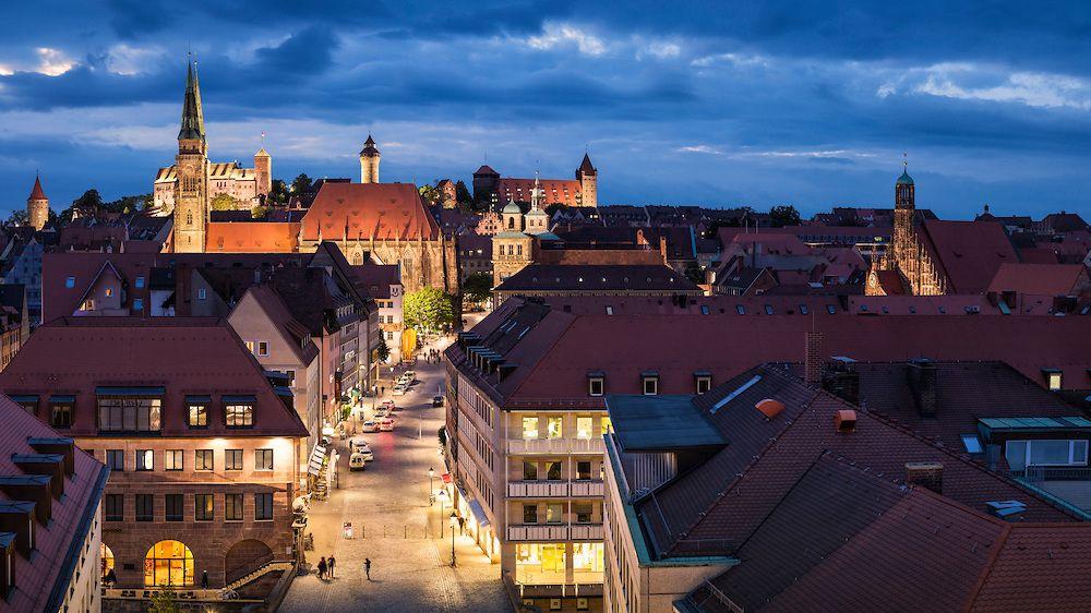 Blick Auf Die Nurnberger Kaiserburg Bei Nacht Harald Nachtmann Burg Kaiser Romisches Reich