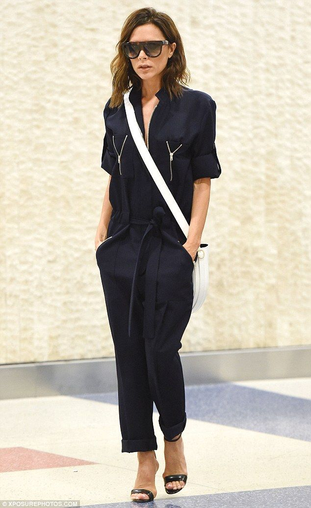 victoria beckham ditches colours as she steps out in back jumpsuit l ssige outfits fotodesign. Black Bedroom Furniture Sets. Home Design Ideas