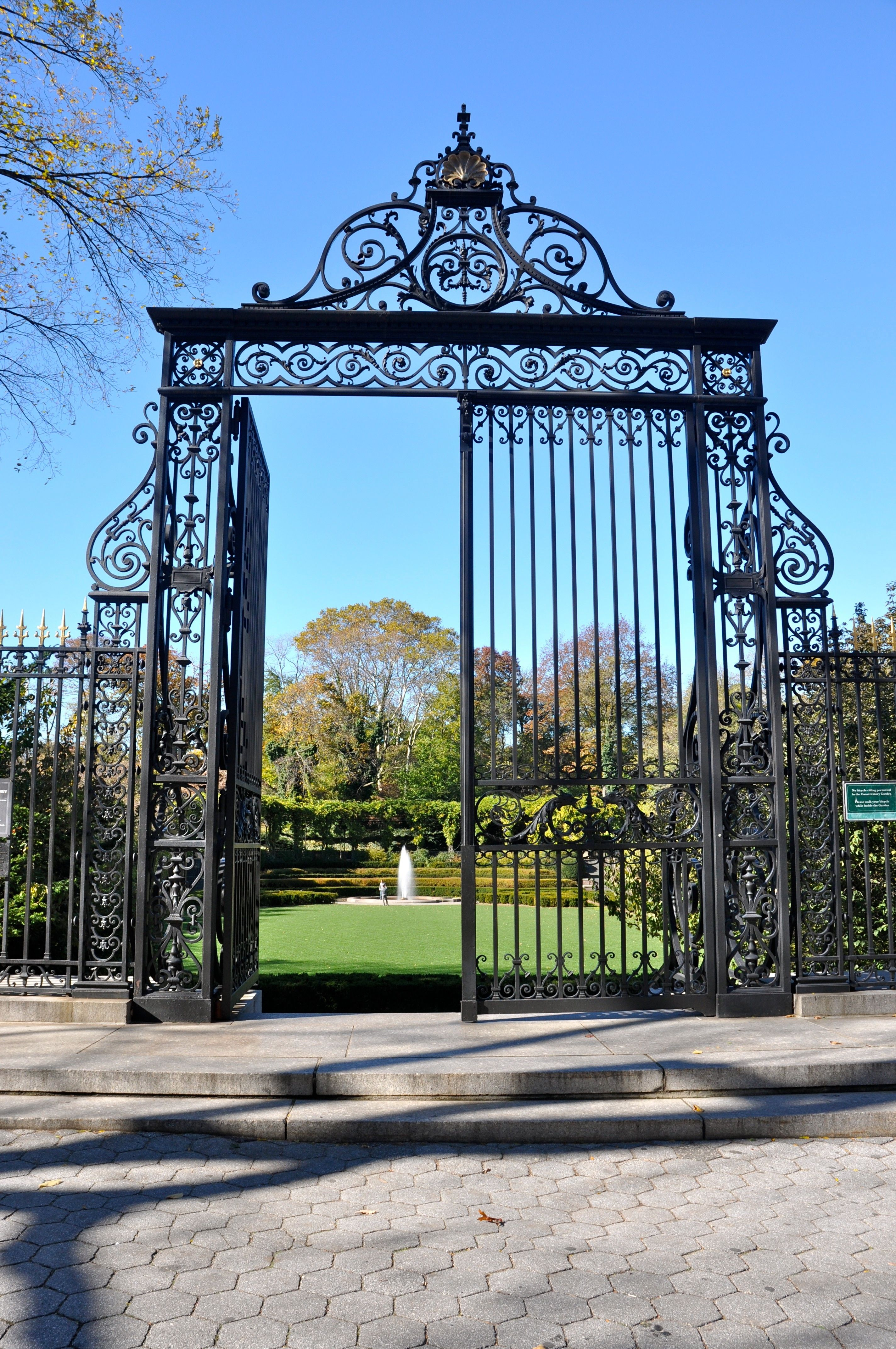 The Conservatory Garden In Central Park Nyc Its Gates