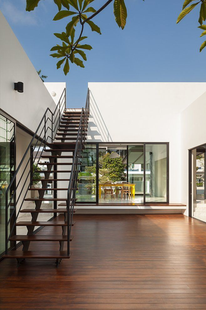 Mandai Courtyard House by Atelier M+A Arquitectura, Escalera y Casas