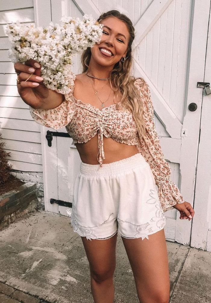 pretty cool outfit to try / crop top and white shorts