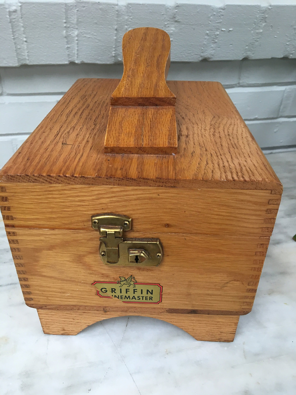 52eed6e5f57 vintage Griffin Shinemaster wooden shoe shine box