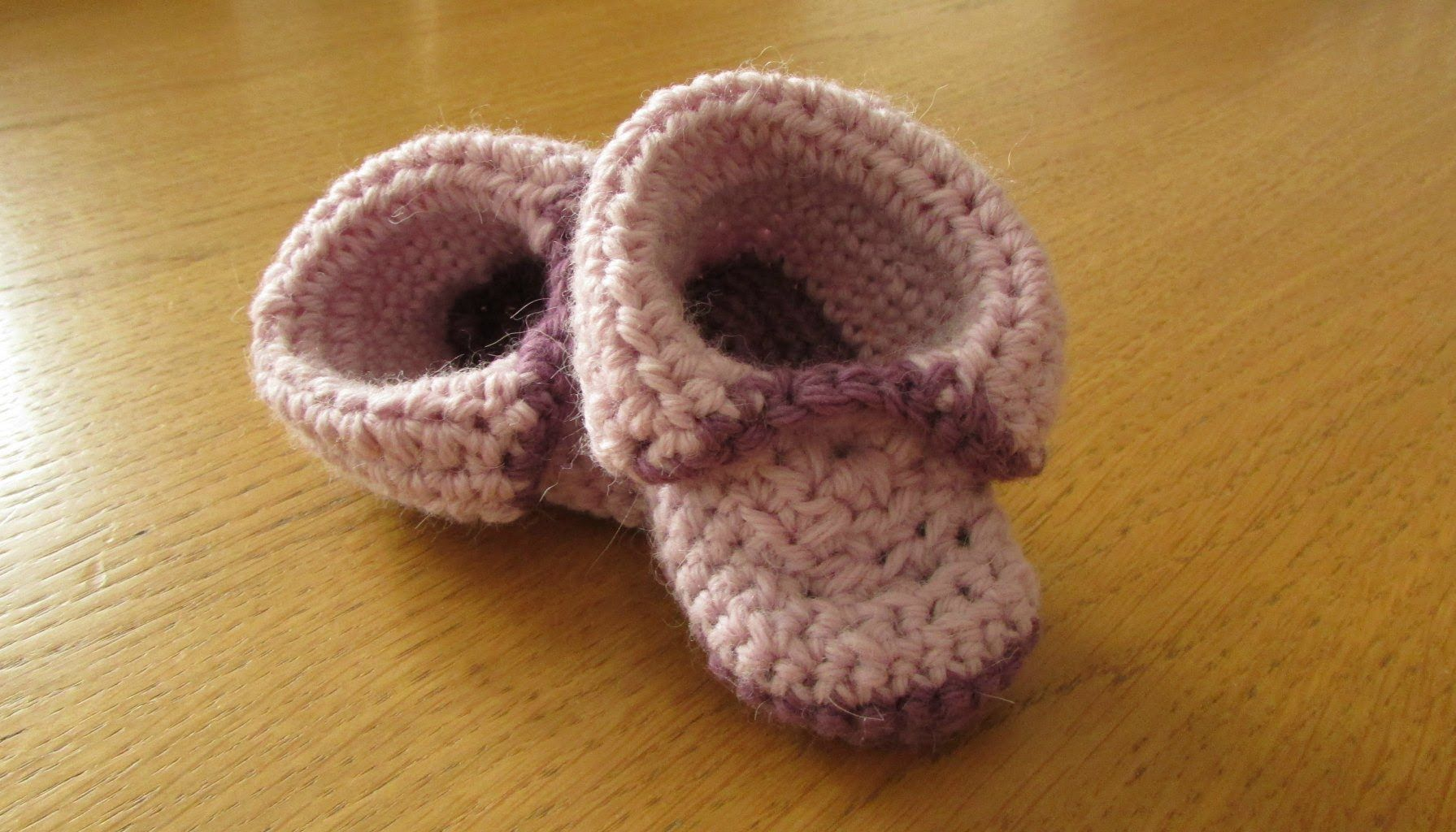EASY crochet baby booties - roll top baby shoes (+playlist ...