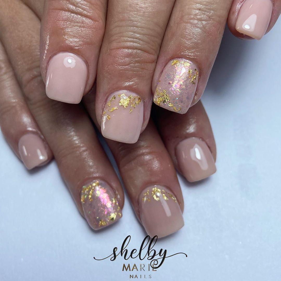 Opal effect 🐚✨ .  @magpiebeauty #magpiebeauty #magpieglitter #magpiegelcolour #magpiebuildmeup #nails #nailsofinstagram #nailsdid #naildesigns #nailtech #glitternails #showscratch  #nailenchantment #kingslynn #kingslynnnails