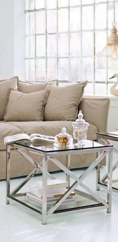 Ein Lounge Sofa Der Romantischen Art, Mit Zwölf Komfortablen Kissen. Nicht  Nur Die Schlichte Eleganz Des Designs Ist Etwas Ganz Besonderes, Sondern  Auch Die ...