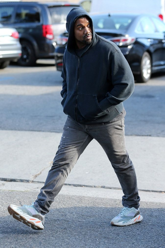 Kanye West Steps Out In Never Before Seen Yeezy Boost 700 Wave Runners Vibzn Kanye West Style Kanye West Outfits Kanye West