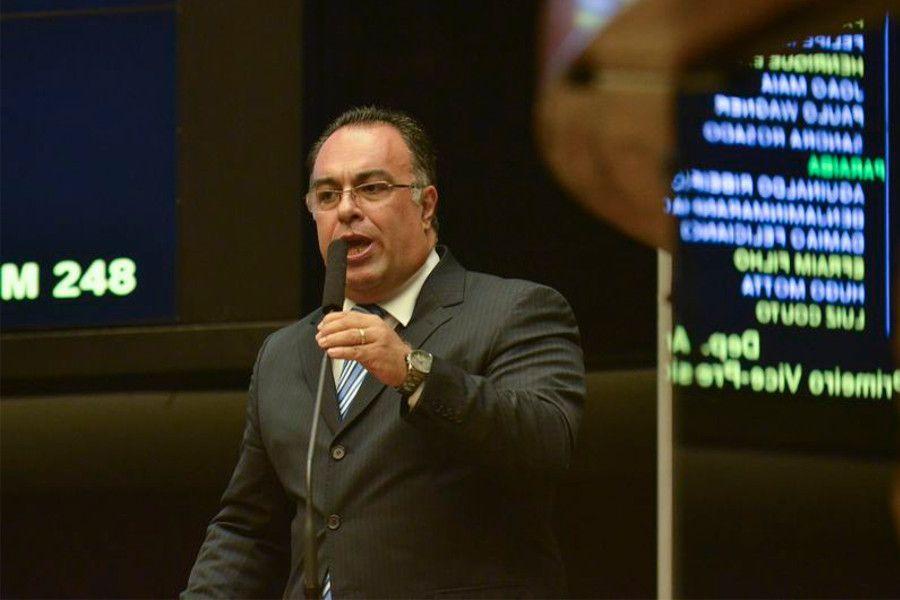 André Vargas renuncia a vice da Câmara   #AndréVargas, #CâmaraDosDeputados, #CartaDeRenúncia, #IolandoLourenço, #MesaDiretora, #Renúncia