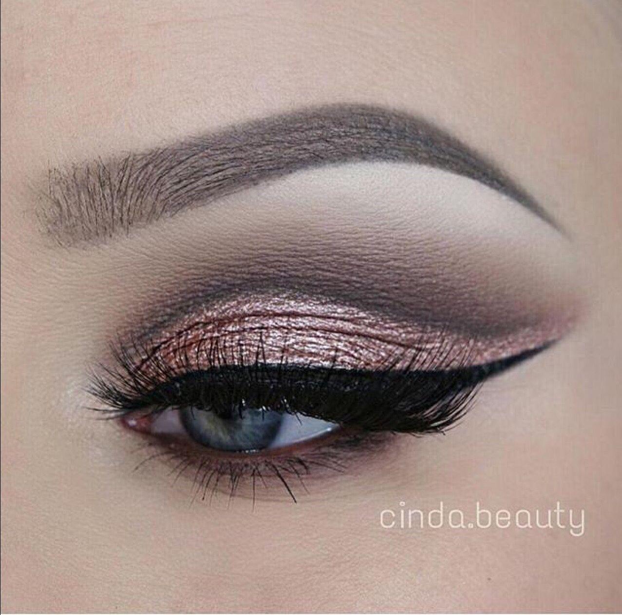 Absolutely Stunning! ✨ @cinda.beauty   Hey Guys! Please follow my Instagram @beautywithgg Tysm I love you all    #makeup #eyemakeup #flawless #beauty #slay #work #eyebrows #brown #eyes #eye #eyebrowsonfleek #eyeliner #wyeshadow #blue #smokey #salty #bae #goals #makeupgoals